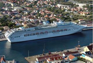 Curacao-cruise-ship-bing